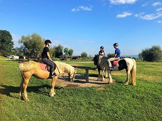 Travelers ready to start horseback riding experience in Brasov.