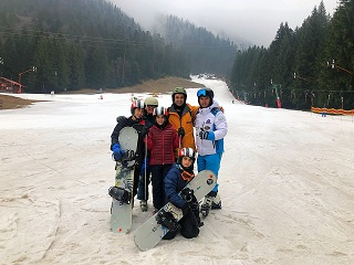 family ski lessons on the Bradul slope